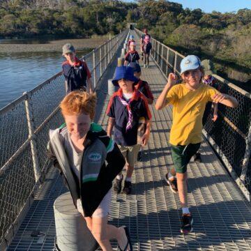 Joeys bushwalk around the dam